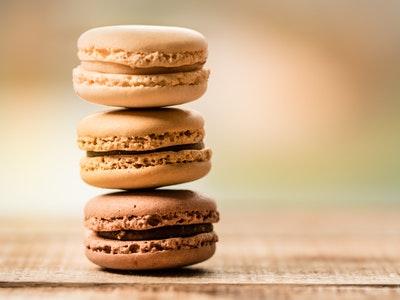 Les classiques de la pâtisserie au praliné : macarons, éclair...